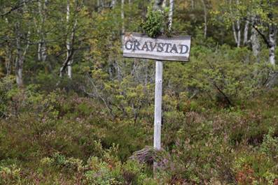 A sign in the woods  Description automatically generated with low confidence